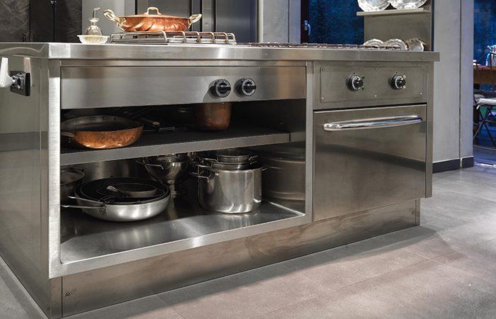 Cuisine atelier acier inox laque vert sur mesure - Cuisine inox sur mesure ...